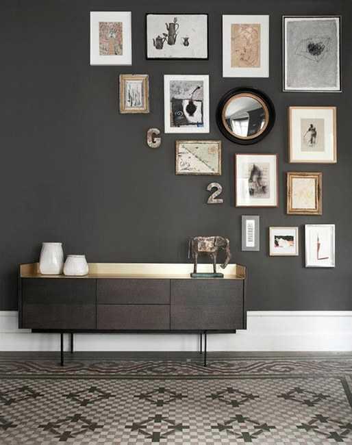 un mur de cadres 20 id es d co pour accrocher ses cadres. Black Bedroom Furniture Sets. Home Design Ideas