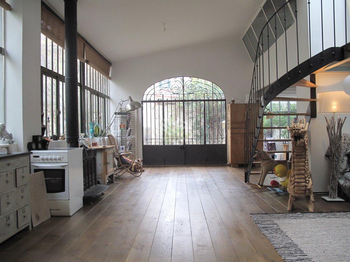 l090014 3 une hirondelle dans les tiroirs. Black Bedroom Furniture Sets. Home Design Ideas
