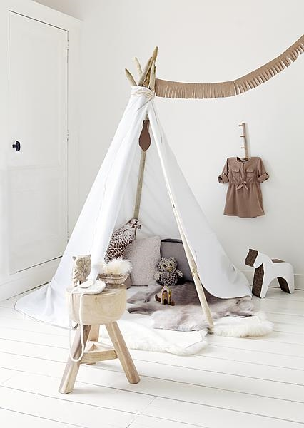 un tipi dans sa chambre d 39 enfant une hirondelle dans les. Black Bedroom Furniture Sets. Home Design Ideas