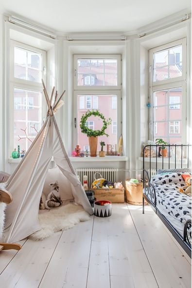 tipi chambre enfant 3 une hirondelle dans les tiroirs. Black Bedroom Furniture Sets. Home Design Ideas