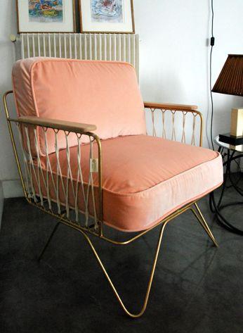 le fauteuil honor une hirondelle dans les tiroirs. Black Bedroom Furniture Sets. Home Design Ideas