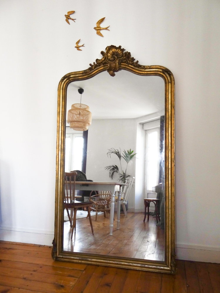 Id e d co un grand miroir ancien une hirondelle dans for Miroir de decoration