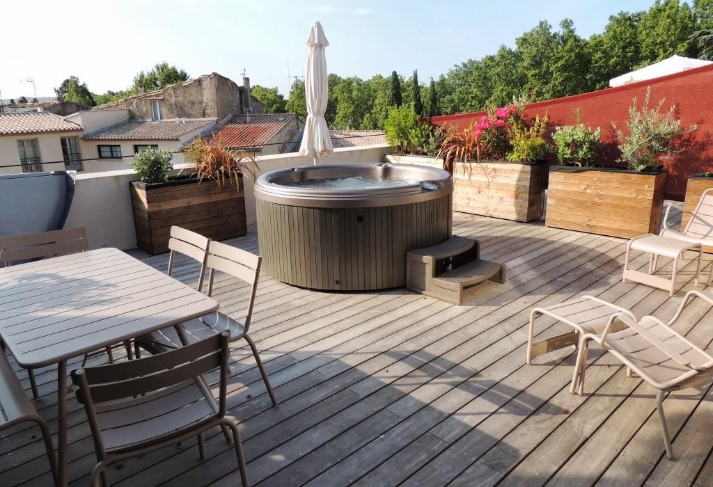 Pezenas hotel terrasse appart jacuzzi 1024 768 une for Une hirondelle dans les tiroirs