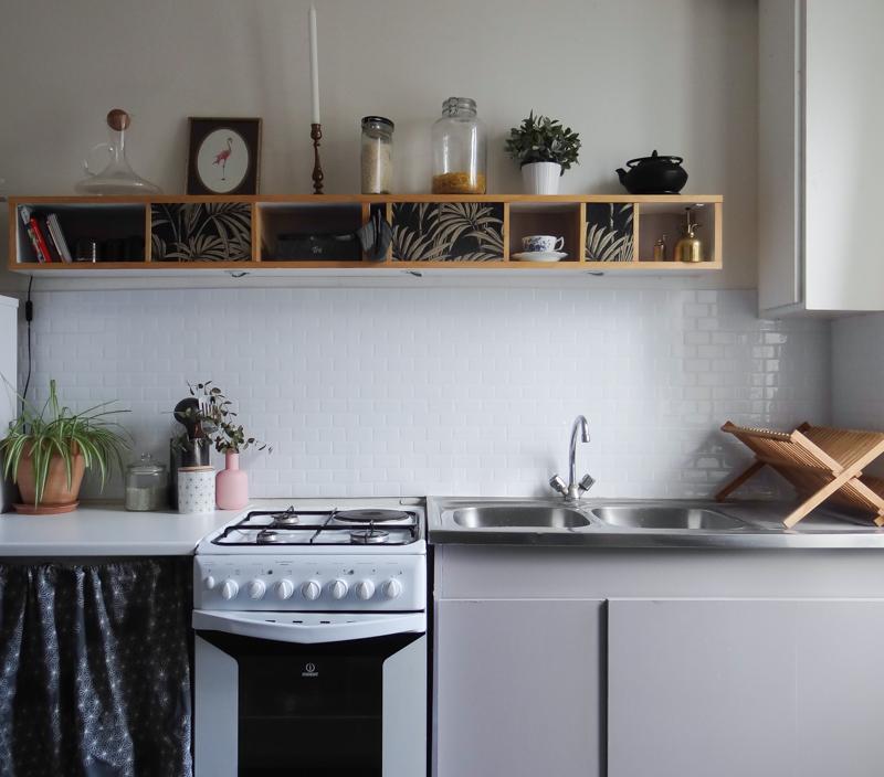 une nouvelle cr dence dans la cuisine une hirondelle dans les tiroirs. Black Bedroom Furniture Sets. Home Design Ideas