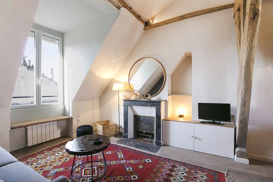 un 30 m sous les toits qui optimise l 39 espace une. Black Bedroom Furniture Sets. Home Design Ideas