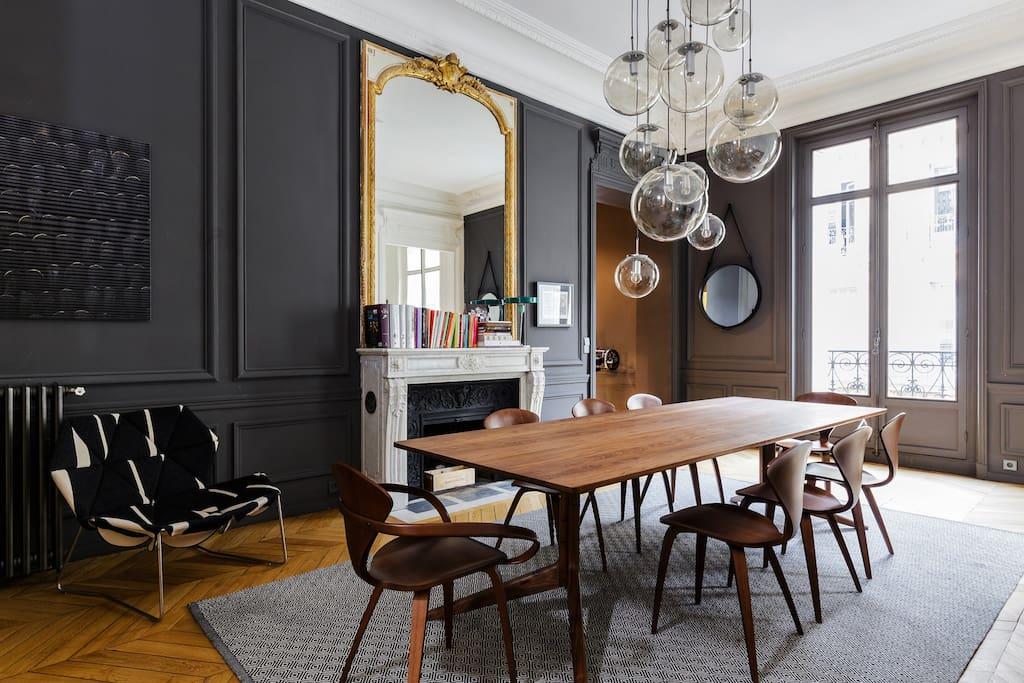 un appartement la d coration arty une hirondelle dans. Black Bedroom Furniture Sets. Home Design Ideas