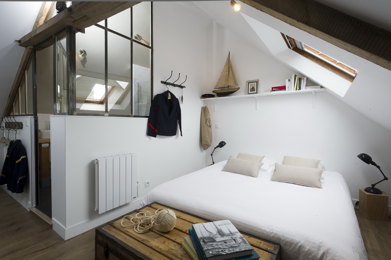 Un studio mansard fa on mini loft une hirondelle dans for Photo de loft renover