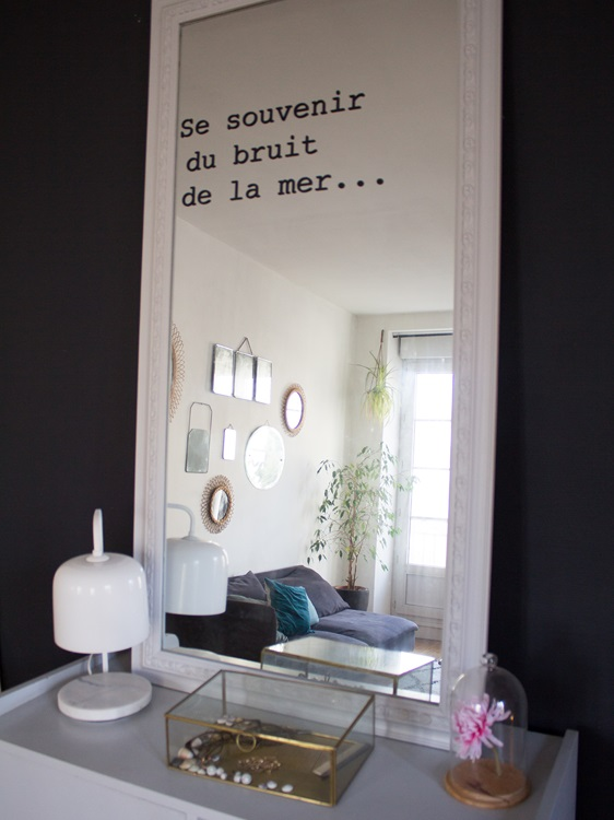 at home dans le salon une hirondelle dans les tiroirs. Black Bedroom Furniture Sets. Home Design Ideas