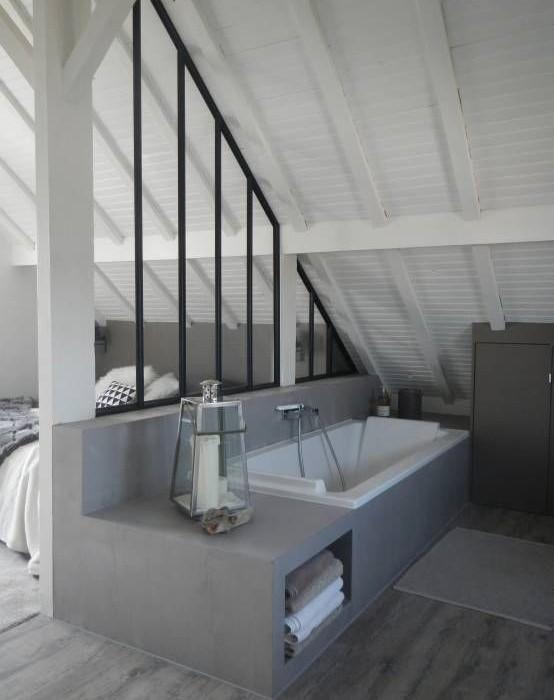 Beton cire salle de bain idees 14 une hirondelle dans - Enduit cire salle de bain ...