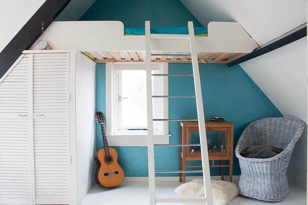 am nager une chambre sous les combles 35 id es pour vous inspirer une hirondelle dans les. Black Bedroom Furniture Sets. Home Design Ideas